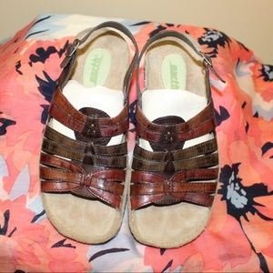 Earth Sandals Women size 6